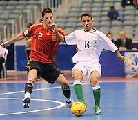 Fussball  International  FIFA  FUTSAL WM 2008   03.10.2008 Vorrunde Gruppe D Libya - Spain Lybien - Spanien ORTIZ (li, ESP) gegen Mohamed SULEIMAN (LBY).