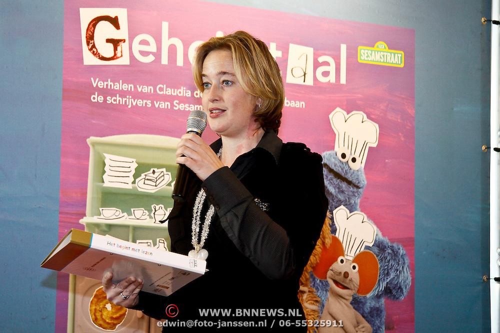 """NLD/Amsterdam/20100301 - Presentatie startpakket """"Het begint met Lezen"""" , Directeur St. Lezen & Schrijven Margriet de Vries"""