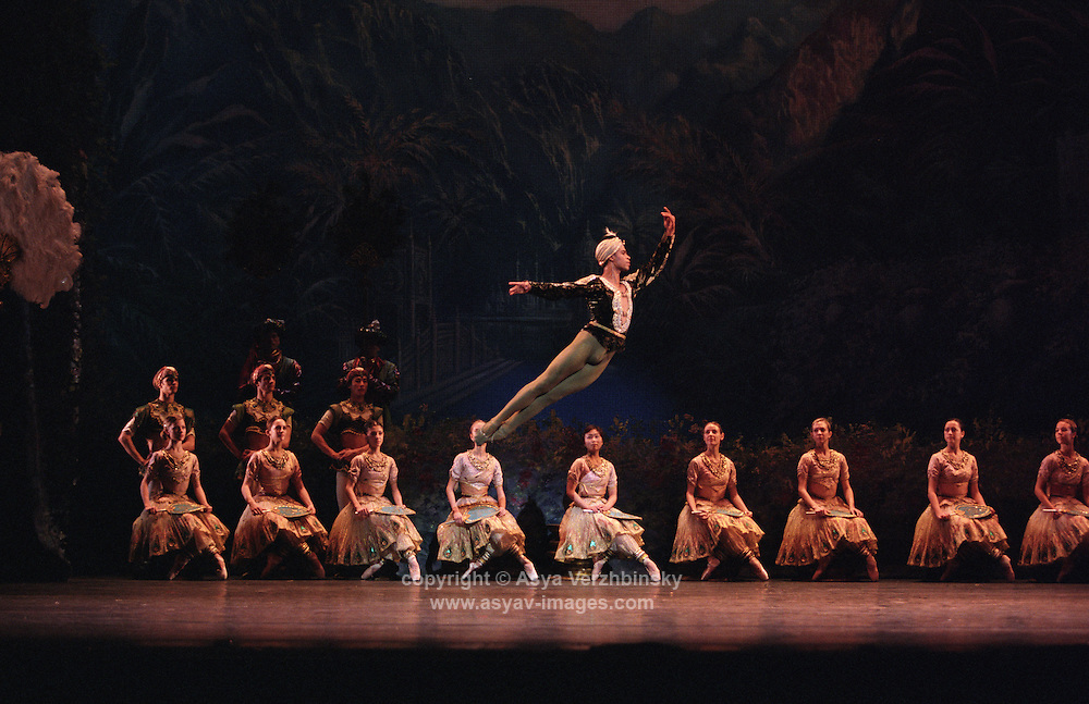 Carlos Acosta as Solor in Natalia Makarova's La Bayadere, Royal Ballet 2002