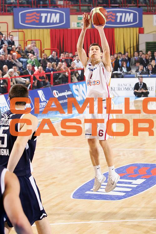 DESCRIZIONE : Forli Lega A1 2005-06 Coppa Italia Final Eight Tim Cup Climamio Fortitudo Bologna Lottomatica Virtus Roma <br /> GIOCATORE : Ilievski <br /> SQUADRA : Lottomatica Virtus Roma <br /> EVENTO : Campionato Lega A1 2005-2006 Coppa Italia Final Eight Tim Cup Quarti Finale <br /> GARA : Climamio Fortitudo Bologna Lottomatica Virtus Roma <br /> DATA : 16/02/2006 <br /> CATEGORIA : Tiro <br /> SPORT : Pallacanestro <br /> AUTORE : Agenzia Ciamillo-Castoria/S.Silvestri