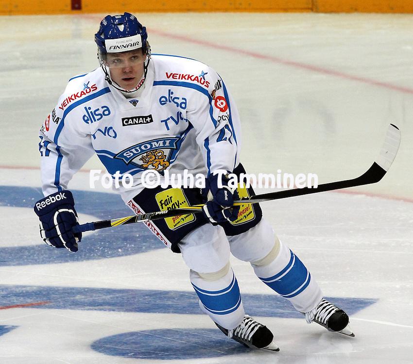 10.11.2011, Hartwall-Areena, Helsinki, Finland..Euro Hockey Tour - Karjala-turnaus 2011. Suomi - Venj / Finland v Russia..Janne Niskala - Suomi..