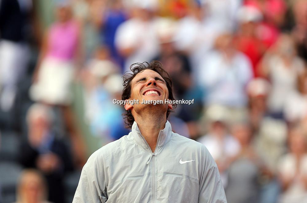 French Open 2014, Roland Garros,Paris,ITF Grand Slam Tennis Tournament, Herren Einzel Finale,Siegerehrung,Praesentation,<br /> Sieger Rafael Nadal (ESP) reagiert emotional,wirft den Kopf zurueck<br /> Halbkoerper,Querformat,Emotion,Freude,