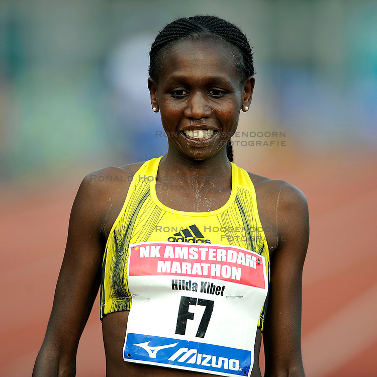 18-10-2009 ATLETIEK: AMSTERDAM MARATHON: AMSTERDAM<br /> Hilda Kibet wordt derde op de marathon en pakt het Nederlands kampioenschap<br /> &copy;2009-WWW.FOTOHOOGENDOORN.NL