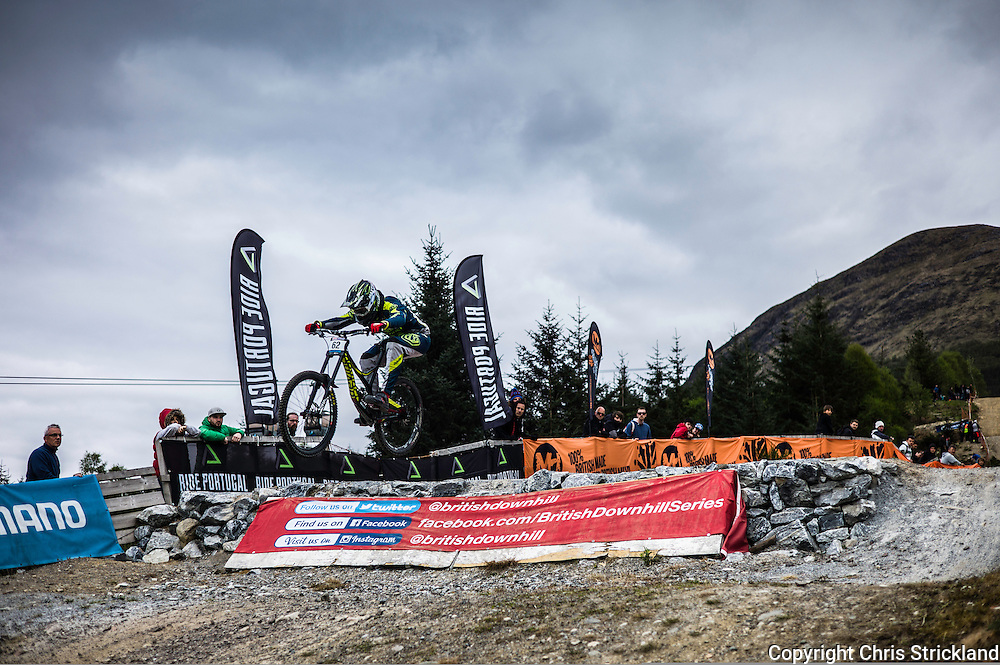 Nevis Range, Fort William, Scottish Highlands, UK. 15th May 2016. New Zealander Greame Mudd competes in the British Downhill Series on Nevis Range in the Scottish Highlands.
