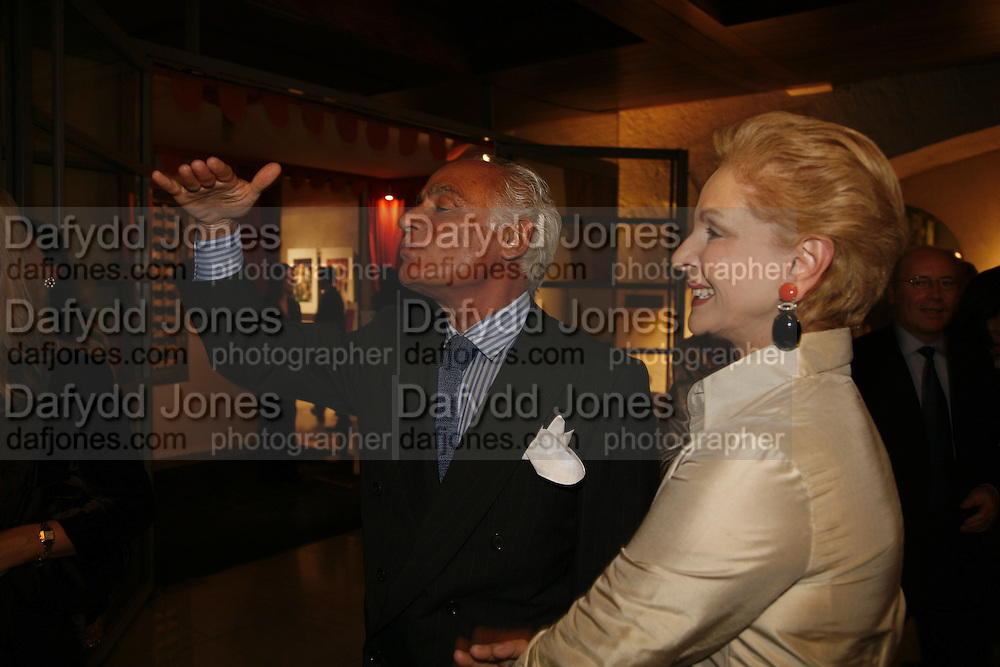 John Stefanides and Carolina Herrera, Treasures From The Gem Palace, Private view of gem stones created by a family of Indian court jewellers from Jaipur (the Kasliwals). Somerset House, London, WC2, 28 September 2006. www.somerset-house.org.uk-DO NOT ARCHIVE-© Copyright Photograph by Dafydd Jones 66 Stockwell Park Rd. London SW9 0DA Tel 020 7733 0108 www.dafjones.com
