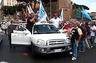 Roma  31 Maggio 2007.Manifestazione  dei Tassisti, contro il decreto sulle liberalizzazioni del Governo Prodi..Rome May 31, 2007.Demonstration of Taxi Drivers against the decree on the liberalization of the Prodi government..
