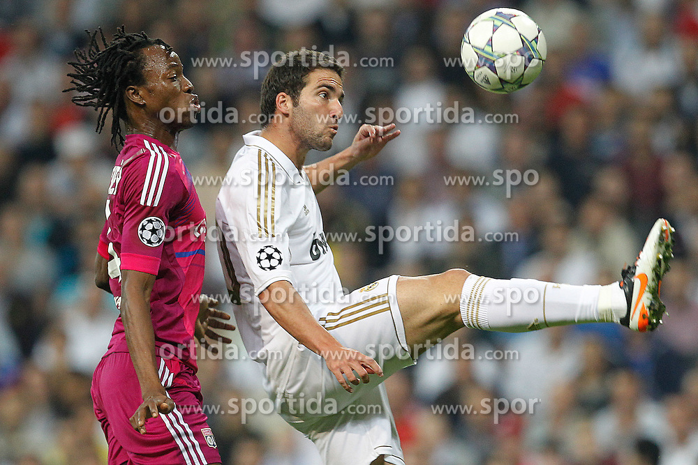 18.10.2011, Santiago Bernabeu Stadion, Madrid, ESP, UEFA CL, Gruppe D, Real Madrid (ESP) vs Olympique Lyon (FRA), im Bild Real Madrid's Karim Benzema and Olympique Lyonaise' Bakary Kone // during UEFA Champions League group D match between Real Madrid (ESP) and Olympique Lyon (FRA) at City of Santiago Bernabeu Stadium, Madrid, Spain on 18/10/2011. EXPA Pictures © 2011, PhotoCredit: EXPA/ Alterphoto/ Cesar Cebolla +++++ ATTENTION - OUT OF SPAIN/(ESP) +++++