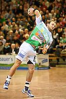 Marcel Schiller (FAG) beim Siebenmeter Wurf, zieht ab