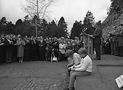 Annual Wolfe Tone Commemoration.  (R65)..1987..11.10.1987..10.11.1987..11th October 1987..The annual Fianna Fáil Wolfe Tone commemoration was held at Bodenstown today, the keynote oration was given by An Taoiseach, Charles Haughey TD...Image shows An Taoiseach, Charles Haughey, delivering the keynote address at the Wolfe Tone Commemoration at Bodenstown. Wolfe Tone is generally regarded as the father of Irish Republicanism.
