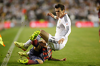 Real Madrid´s Gareth Bale (R) and F.C. Barcelona´s Dani Alves during the Spanish Copa del Rey `King´s Cup´ final soccer match between Real Madrid and F.C. Barcelona at Mestalla stadium, in Valencia, Spain. April 16, 2014. (ALTERPHOTOS/Victor Blanco)