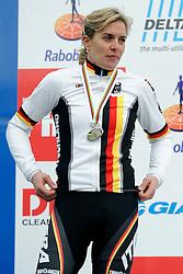 01-02-2009 VELDRIJDEN: WK VROUWEN: HOOGERHEIDE<br /> Hanka Gupfernagel pakt de zilveren medaille op het WK veldrijden<br /> ©2009-WWW.FOTOHOOGENDOORN.NL