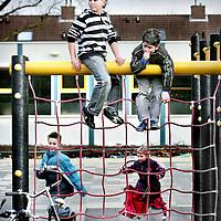 Nederland,Oss ,1 februari 2008..Hangplek van de Turkse jongen ? op de Kersenlaan in Oss.