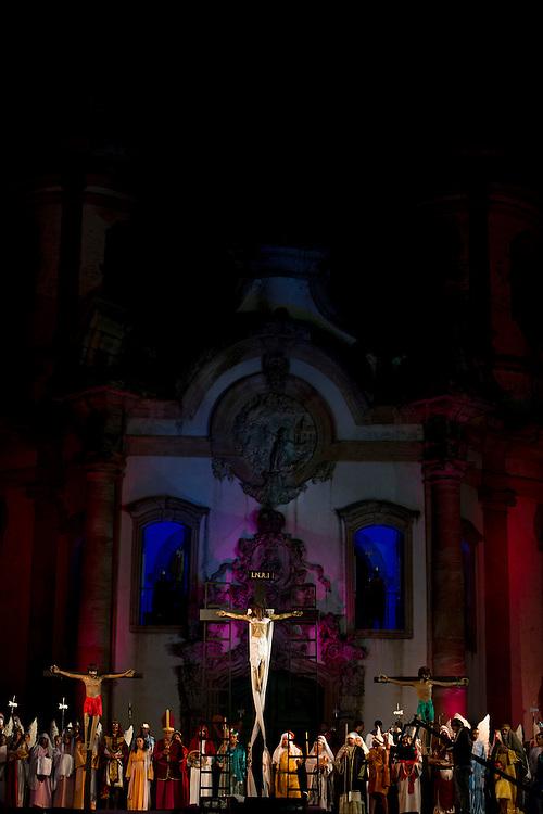 Ouro Preto_MG, Brasil...Sermao do Descendimento da Cruz em frente a Igreja de Sao Francisco de Assis. Em seguida, procissao com a imagem de Nosso Senhor Morto, terminando na Igreja de Nossa Senhora do Rosario. ..Preaching Sermon of the Cross in front of the Sao Francisco de Assis church. Then procession with the image of Our Lord Dead, ending at the Nossa Senhora do Rosario church...Foto: MARCUS DESIMONI / NITRO