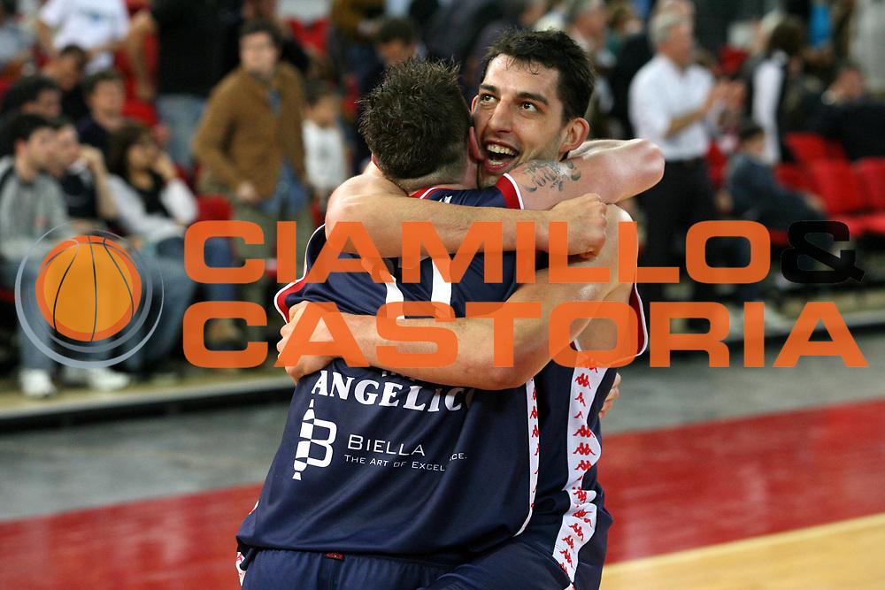 DESCRIZIONE : Roma Lega A1 2005-06 Lottomatica Virtus Roma Angelico Biella <br /> GIOCATORE : Garri Santarossa <br /> SQUADRA : Angelico Biella <br /> EVENTO : Campionato Lega A1 2005-2006 <br /> GARA : Lottomatica Virtus Roma Angelico Biella <br /> DATA : 02/04/2006 <br /> CATEGORIA : Esultanza <br /> SPORT : Pallacanestro <br /> AUTORE : Agenzia Ciamillo-Castoria/G.Ciamillo