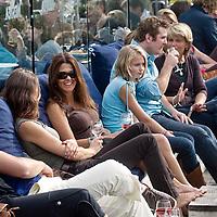 Nederland Rotterdam 08 augustus 2010 20100808  Horecagelegenheid de Tuin in Rotterdam, mensen genieten van het zomerweer op het terras. Foto: David Rozing jaja