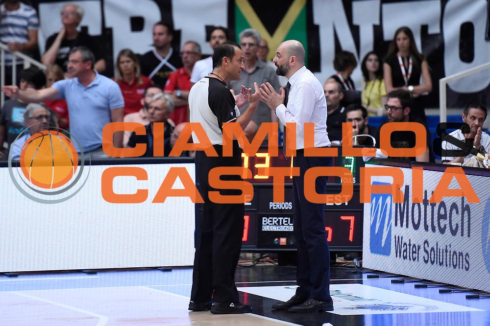 Tolga Sahin arbitro, Maurizio Buscaglia<br /> Dolomiti Energia Aquila Basket Trento - Umana Reyer Venezia<br /> Lega Basket Serie A 2016/2017<br /> Playoff, finale gara 3<br /> Trento, 14/06/2017<br /> Foto M.Ceretti / Ciamillo-Castoria