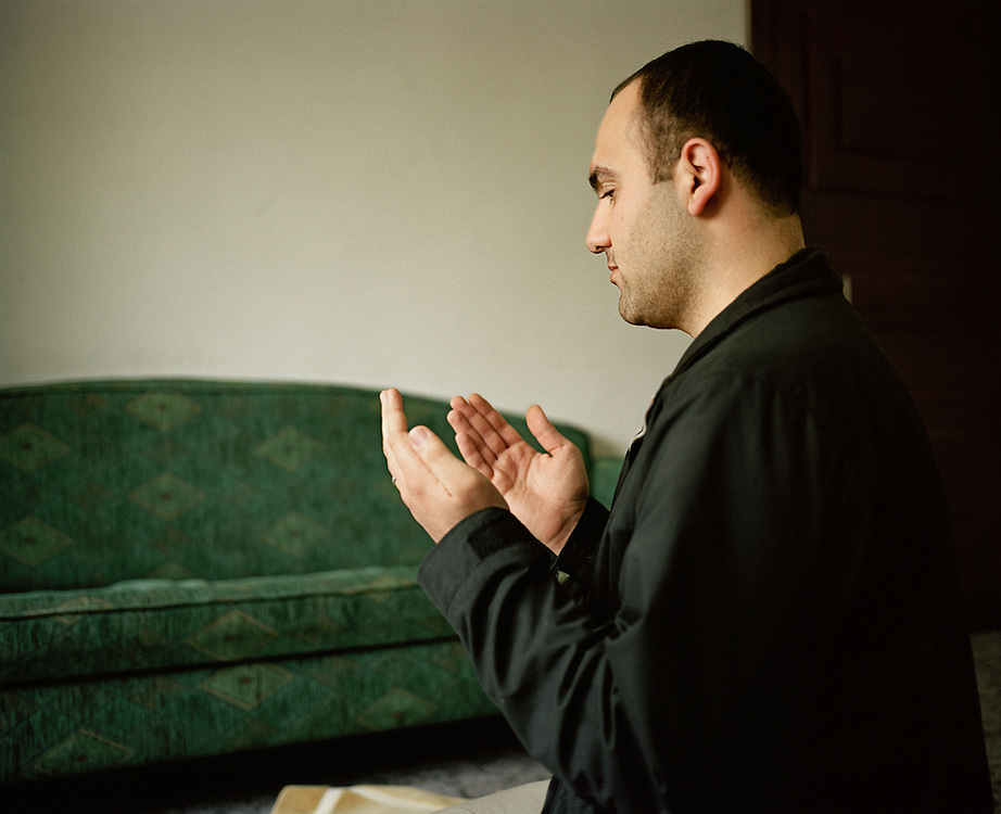 Fadi, in prayer in his apartment in Amman, Jordan.<br />