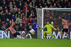 SOUTHAMPTON, ENGLAND - Saturday, November 19, 2016: Southampton's James Ward-Prowse shoots during the FA Premier League match against Everton at St. Mary's Stadium. (Pic by David Rawcliffe/Propaganda)