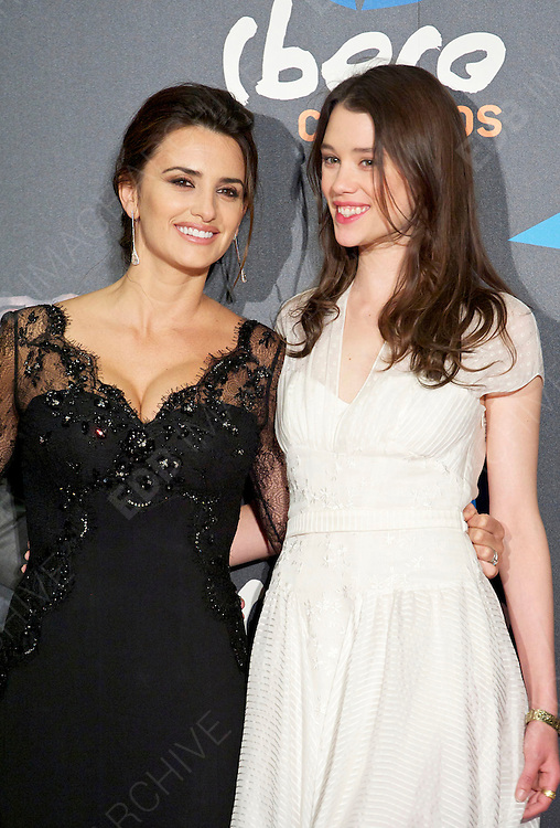 18.MAY.2011 MADRID<br /> <br /> PENELOPE CRUZ AND ASTRID BERGES-FRISBEY AT THE PIRATES OF THE CARIBBEAN: ON STRANGER TIDES PREMIERE AT THE KINEPOLIS CINEMA IN MADRID, SPAIN.<br /> <br /> BYLINE: EDBIMAGEARCHIVE.COM<br /> <br /> *THIS IMAGE IS STRICTLY FOR UK NEWSPAPERS AND MAGAZINES ONLY*<br /> *FOR WORLD WIDE SALES AND WEB USE PLEASE CONTACT EDBIMAGEARCHIVE - 0208 954 5968*