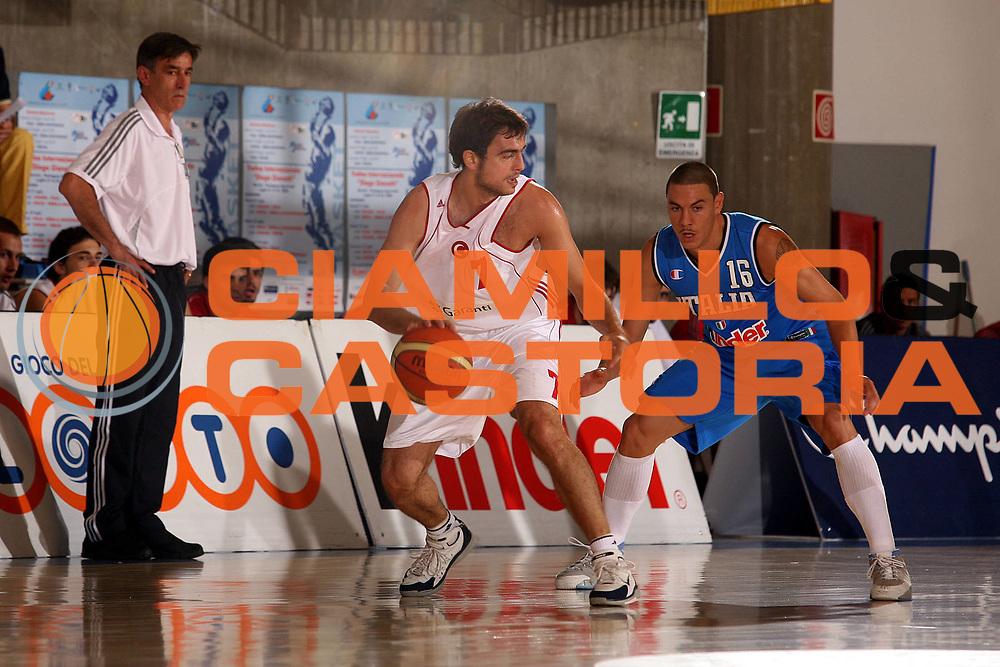DESCRIZIONE : Bormio Amichevole Italia Turchia<br />GIOCATORE :  Arslan<br />SQUADRA : Turchia<br />EVENTO : Bormio Amichevole Italia Turchia <br />GARA : Italia Turchia <br />DATA : 19/07/2006 <br />CATEGORIA :  Palleggio<br />SPORT : Pallacanestro <br />AUTORE : Agenzia Ciamillo-Castoria/S.Ceretti
