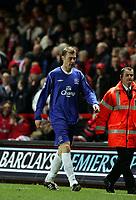 Fotball<br /> Premier League 2004/05<br /> Charlton v Everton<br /> 28. desember 2004<br /> Foto: Digitalsport<br /> NORWAY ONLY<br /> Everton's Duncan Ferguson is sent off for elbowing Dennis Rommedahl in the face