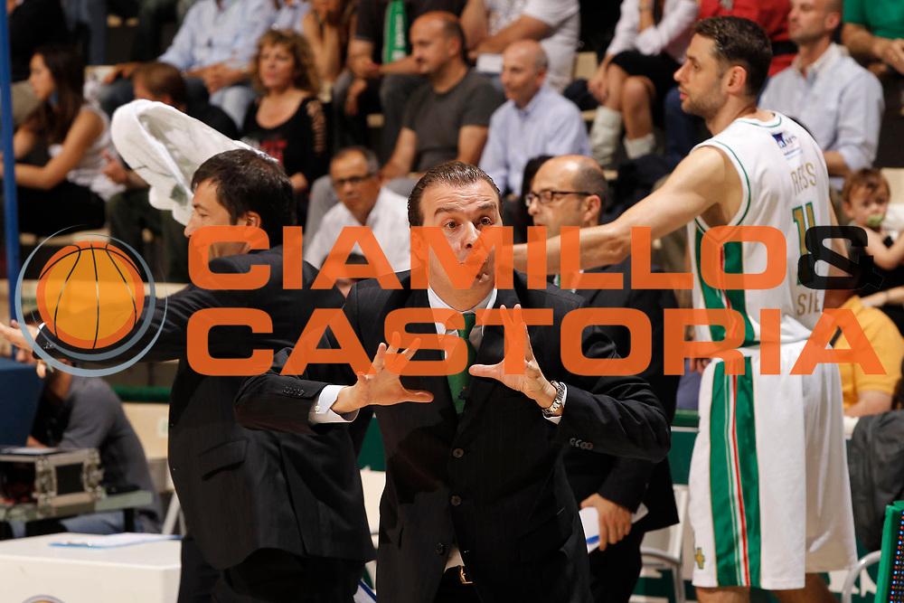 DESCRIZIONE : Siena Lega A 2010-11 Semifinale Play off Gara 2 Montepaschi Siena Benetton Treviso<br /> GIOCATORE : Simone Pianigiani<br /> SQUADRA : Montepaschi Siena<br /> EVENTO : Campionato Lega A 2010-2011<br /> GARA : Montepaschi Siena Benetton Treviso<br /> DATA : 02/06/2011<br /> CATEGORIA : ritratto<br /> SPORT : Pallacanestro<br /> AUTORE : Agenzia Ciamillo-Castoria/P.Lazzeroni<br /> Galleria : Lega Basket A 2010-2011<br /> Fotonotizia : Siena Lega A 2010-11  Semifinale Play off Gara 2  Montepaschi Siena Benetton Treviso<br /> Predefinita :