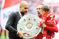 14.05.2016, Allianz Arena, Muenchen, GER, 1. FBL, FC Bayern Muenchen vs Hannover 96, 34. Runde, im Bild Trainer Pep Guardiola (FC Bayern Muenchen) mit der Meisterschale, rechts Franck Ribery (FC Bayern Muenchen) mit Sohn Louis // during the German Bundesliga 34th round match between FC Bayern Munich and Hannover 96 at the Allianz Arena in Muenchen, Germany on 2016/05/14. EXPA Pictures © 2016, PhotoCredit: EXPA/ Eibner-Pressefoto/ Stuetzle<br /> <br /> *****ATTENTION - OUT of GER*****