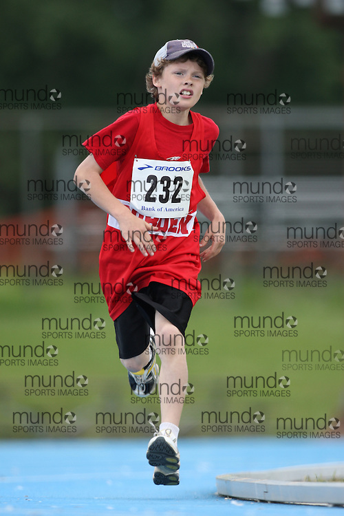 (Ottawa, Ontario---20/06/09)   Andrew McIntyre competing in the 800m at the 2009 Bank of America All-Champions Elementary School Track and Field Championship. www.mundosportimages.com / www.msievents.
