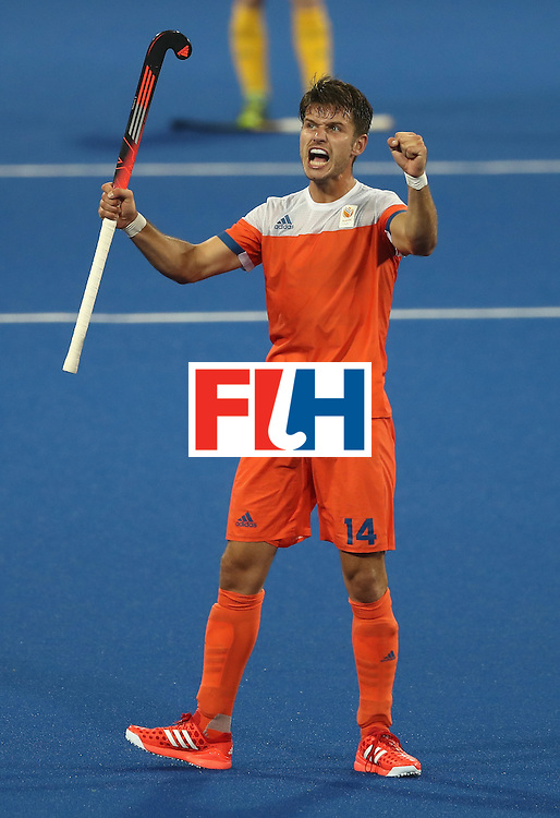 RIO DE JANEIRO, BRAZIL - AUGUST 14:  Robbert Kemperman of the Netherlands celebrates after his teams 4-0 victory during the Men's hockey quarter final match between the Netherlands and Australia on Day 9 of the Rio 2016 Olympic Games at the Olympic Hockey Centre on August 14, 2016 in Rio de Janeiro, Brazil.  (Photo by David Rogers/Getty Images)