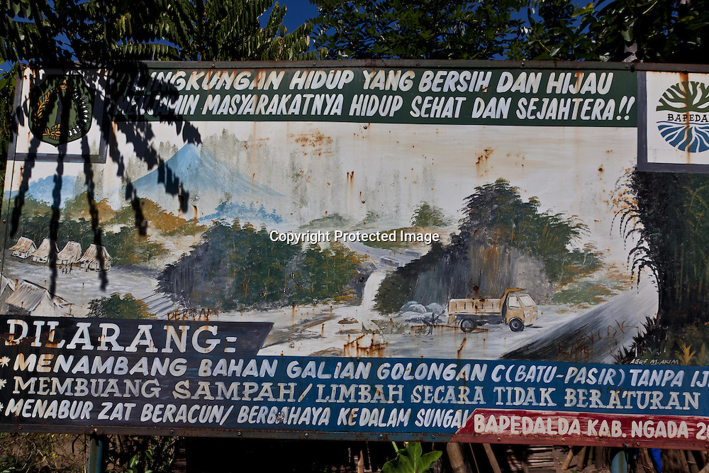 INDONESIA, Flores Archipelago, Ngada country, Not water river coming out of the Volcano in Nague