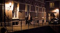 Nederland.  Den Haag 13 maart 2009.<br /> Wouter Bos verlaat met voorlichter Ruud Slotboom het Torentje rond half een 's nachts.<br /> Crisisoverleg, coalitieberaad inzake de economische recessie, financiele crisis, bezuinigingen, vierde kabinet Balkenende, Balkenende IV.<br /> Foto Martijn Beekman<br /> NIET VOOR PUBLIKATIE IN LANDELIJKE DAGBLADEN.