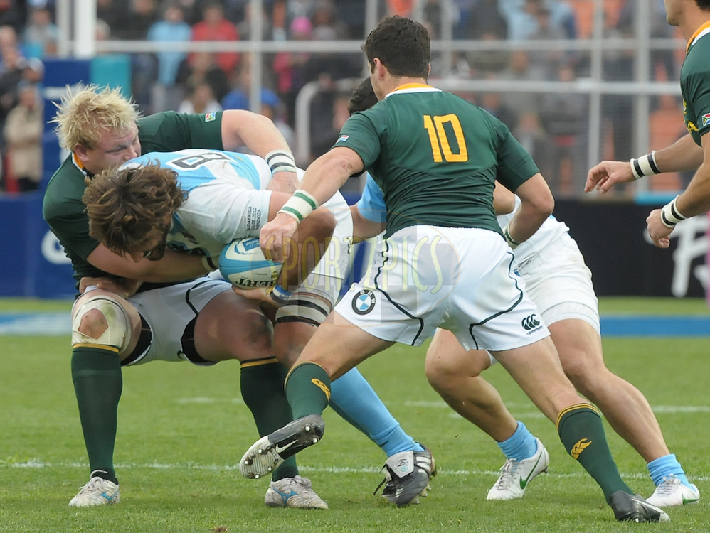 RUGBY CHAMPIONSHIP 2012 - .LOS PUMAS (Argentina) 16 Vs. South Africa (16).Estadio Ciudad de Mendoza / Mendoza - Argentina - August 25, 2012.Here Argentine Fernandez Lobbe (C) between Adriaan Strauss (L) and Morne Steyn (R).© PikoPress