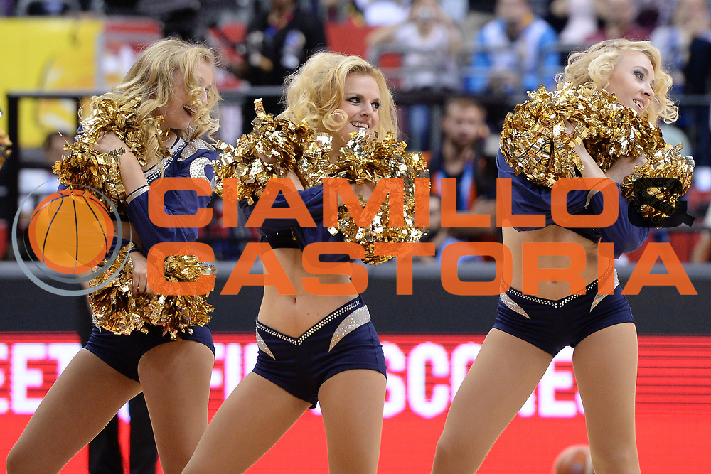 DESCRIZIONE : Berlino Berlin Eurobasket 2015 Group B Germany Turkey<br /> GIOCATORE : cheerleaders<br /> CATEGORIA : cheerleaders<br /> SQUADRA : Germany Turkey<br /> EVENTO : Eurobasket 2015 Group B<br /> GARA : Germany Turkey<br /> DATA : 08/09/2015<br /> SPORT : Pallacanestro<br /> AUTORE : Agenzia Ciamillo-Castoria/m.longo<br /> Galleria : Eurobasket 2015<br /> Fotonotizia : Berlino Berlin Eurobasket 2015 Group B Germany Turkey