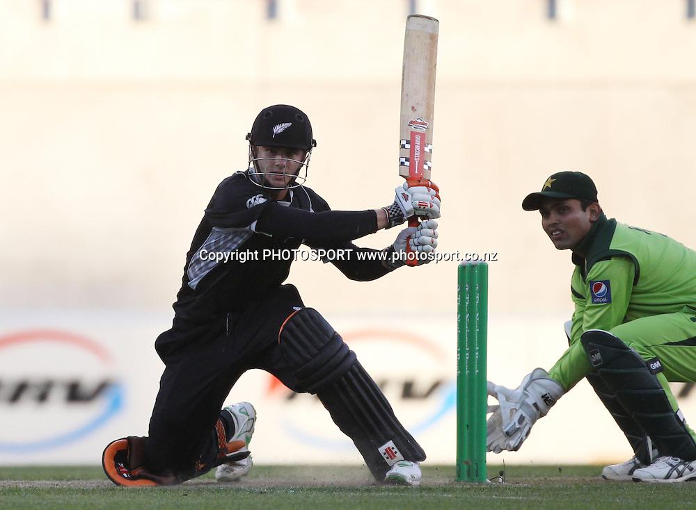 Kane Williamson during the 3rd ODI, Black Caps v Pakistan, One Day International Cricket. AMI Stadium, Christchurch, New Zealand. Saturday 29  January 2011. Photo: Andrew Cornaga/photosport.co.nz