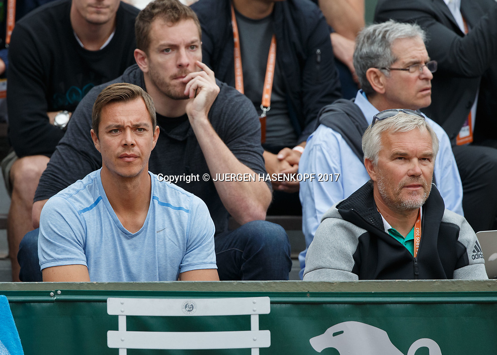 CAROLINE WOZNIACKI TEAM,ganz rechts Vater Piotr dann Sascha Bajin dahinter NBA Spieler David Bell in der Spielerloge,<br /> <br /> Tennis - French Open 2017 - Grand Slam / ATP / WTA / ITF -  Roland Garros - Paris -  - France  - 3 June 2017.