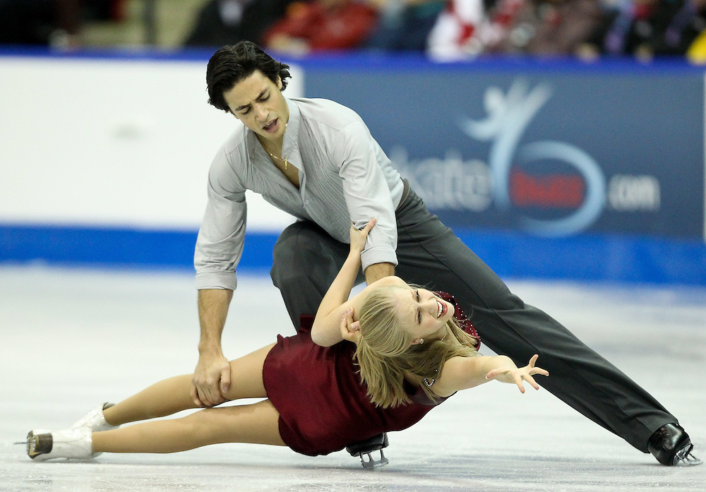 GJR457 -20111030- Mississauga, Ontario,Canada-  Kaitlyn Weaver  and  andrew Poje of Canada perform their free dance at Skate Canada International, in Mississauga, Ontario, October 30, 2011.<br /> AFP PHOTO/Geoff Robins