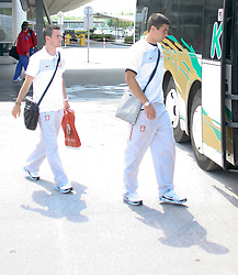 25.05.2010, Airport Salzburg, Salzburg, AUT, WM Vorbereitung, Serbien Ankunft im Bild Ab in den Bus, Nationalteam Serbien, EXPA Pictures © 2010, PhotoCredit EXPA R. Hackl / SPORTIDA PHOTO AGENCY