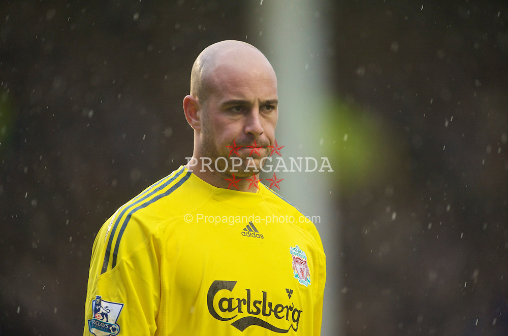 LIVERPOOL, ENGLAND - Sunday, November 29, 2009: Liverpool's goalkeeper Pepe Reina in action against Everton during the Premiership match at Goodison Park. The 212th Merseyside Derby. (Photo by David Rawcliffe/Propaganda)