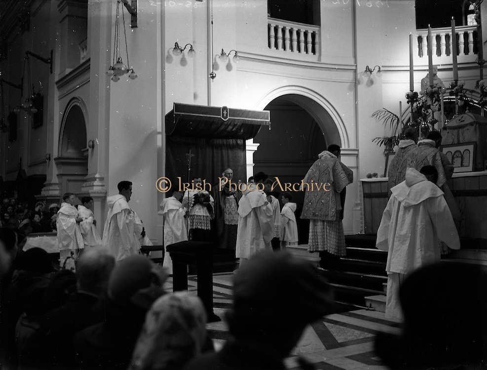 05/10/1952<br /> 10/05/1952<br /> 05 October 1952<br /> Franciscan Church, Merchant's Quay, Novena Mass.<br /> His Excellency Gerald O'Hara, Papal Nuncio, presiding over one of the Novena Masses.
