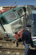 Roma 14 maggio 2003.Stazione Tiburtina .Treno Intercity deraglia, e urta un treno locale,  che transitava sul binario vicino..Polizia sul luogo del disastro.Rome  May 14, 2003.Tiburtina Station.Intercity train derails and hits a local train that was passing near the track..Police at the scene of disaster