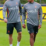 NLD/Katwijk/20110808 - Training Nederlands Elftal voor duel Engeland - Nederland, Dirk Kuyt en Nigel de Jong