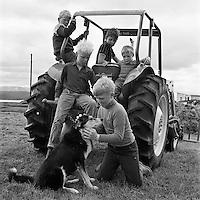 Krakkar i sveit, Reykjahl&iacute;&eth; &iacute; M&yacute;vatnssveit, 1968<br /> <br /> Children in the country, Reykjahl&iacute;&eth; by Lake M&yacute;vatn, 1968
