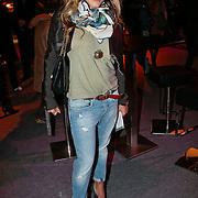 NLD/Amsterdam/20100131 - AIFW 2010, inloop modeshow Replay, zwangere Nikkie Plessen