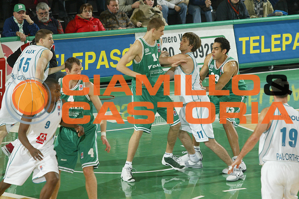 DESCRIZIONE : TREVISO EUROLEGA EUROLEAGUE 2004-2005 <br /> GIOCATORE : SZALAY <br /> SQUADRA : BENETTON TREVISO <br /> EVENTO : EUROLEGA EUROLEAGUE 2004-2005 <br /> GARA : BENETTON TREVISO-PAU ORTHEZ <br /> DATA : 03/02/2005 <br /> CATEGORIA : <br /> SPORT : Pallacanestro <br /> AUTORE : Agenzia Ciamillo-Castoria