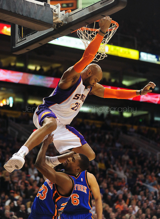 Jan. 7 2011; Phoenix, AZ, USA; Phoenix Suns guard Vince Cater (25) dunks over New York Knicks guard Toney Douglas (23) during the first half at the US Airways Center. Mandatory Credit: Jennifer Stewart-US PRESSWIRE.