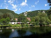 Campingplatz an der Donau, Naturpark obere Donaul, Baden-Württemberg, Deutschland.|.camping site, nature park upper Danube, Baden-Wuerttemberg, Germany