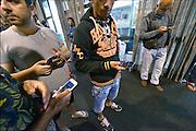 Nederland, The Netherlands, Rosmalen, 17-9-2015 In de evenementenhal van het autotron worden maximaal 400 vluchtelingen opgevangen, veelal afkomstig uit Syrië of Eritrea. In deze noodopvang wachten zij op doorstroming naar een azc en verdere afhandeling van hun asielaanvraag. De mensen krijgen een maaltijd uitgedeeld. Eten, voeding. Vrijwilligers helpen hierbij. In Holland the growing number of refugees forces the government to house them temporary and improvised in unused or empty buildings and halls. Often these are rented from private owners or real-estate firms such as this one. FOTO: FLIP FRANSSEN/ HH