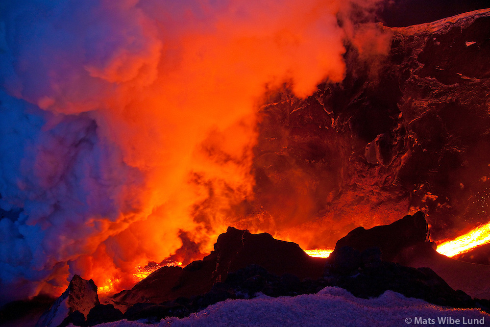 Fimmvörðuháls - Eyjafjallajökull / Fimmvorduhals - Eyjafjallajokull volcanic eruption  which started March 20 th 2010 photographed March 26th. Eruption may last for quite some time to come and in due course trigger flod and lava stream that can isolate parts of Thorsmork national park at the foot of the glacier. Site in foreground: Hvannargil.