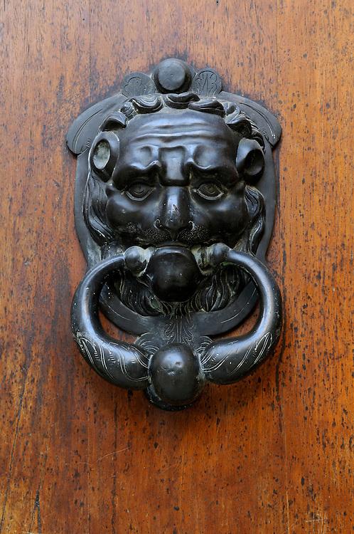 France, Languedoc Roussillon, Gard (30), Uzès, 2 rue Port-Royal, heurtoir, hotel de Rozier, classé à l'inventaire supplémentaire des monuments historiques
