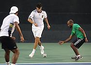 Dubai Tennis Championships 2011, ATP Tennis Turnier, International Series, Dubai Tennis Stadium,U.A.E.Tennisspieler spielen Fussball in ihrer Freizeit,.Philipp Petzschner am Ball